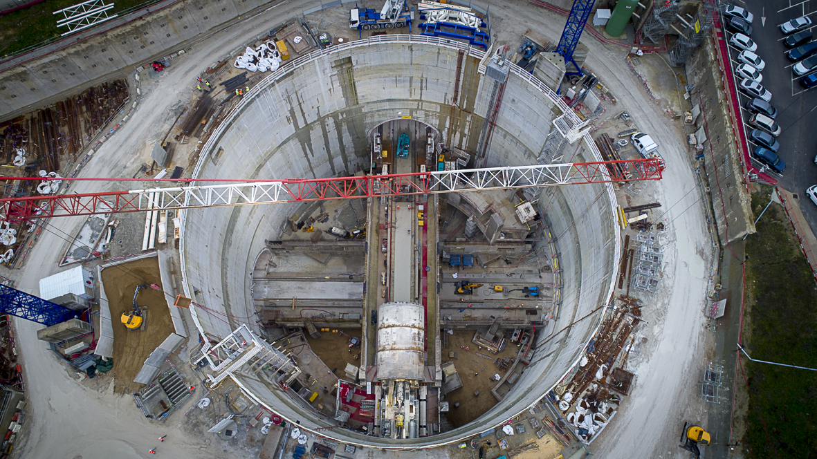 Photo du tunnelier Allison traversant le chantier de la gare Villejuif — Institut G. Roussy