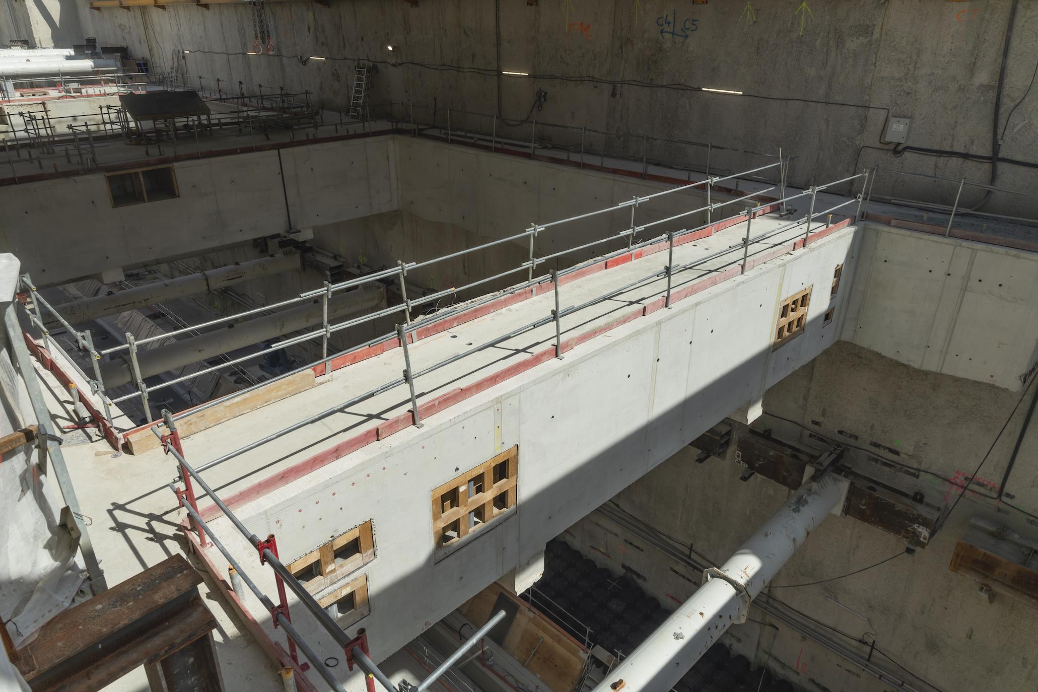 Photo de la construction du niveau intermédiaire de la gare Chevilly Trois-Communes, en mai 2020