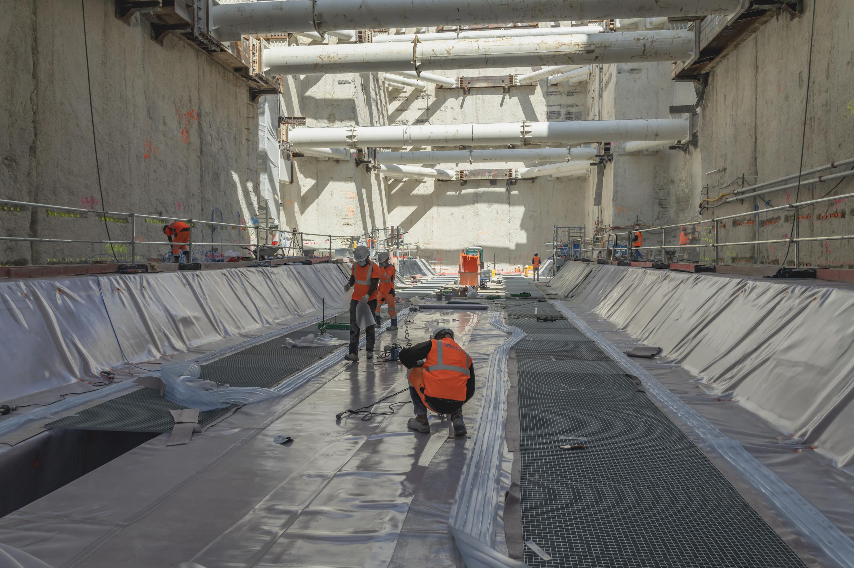 Photo de la réalisation du radier dur le chantier de la gare Chevilly Trois-Communes, en mai 2020