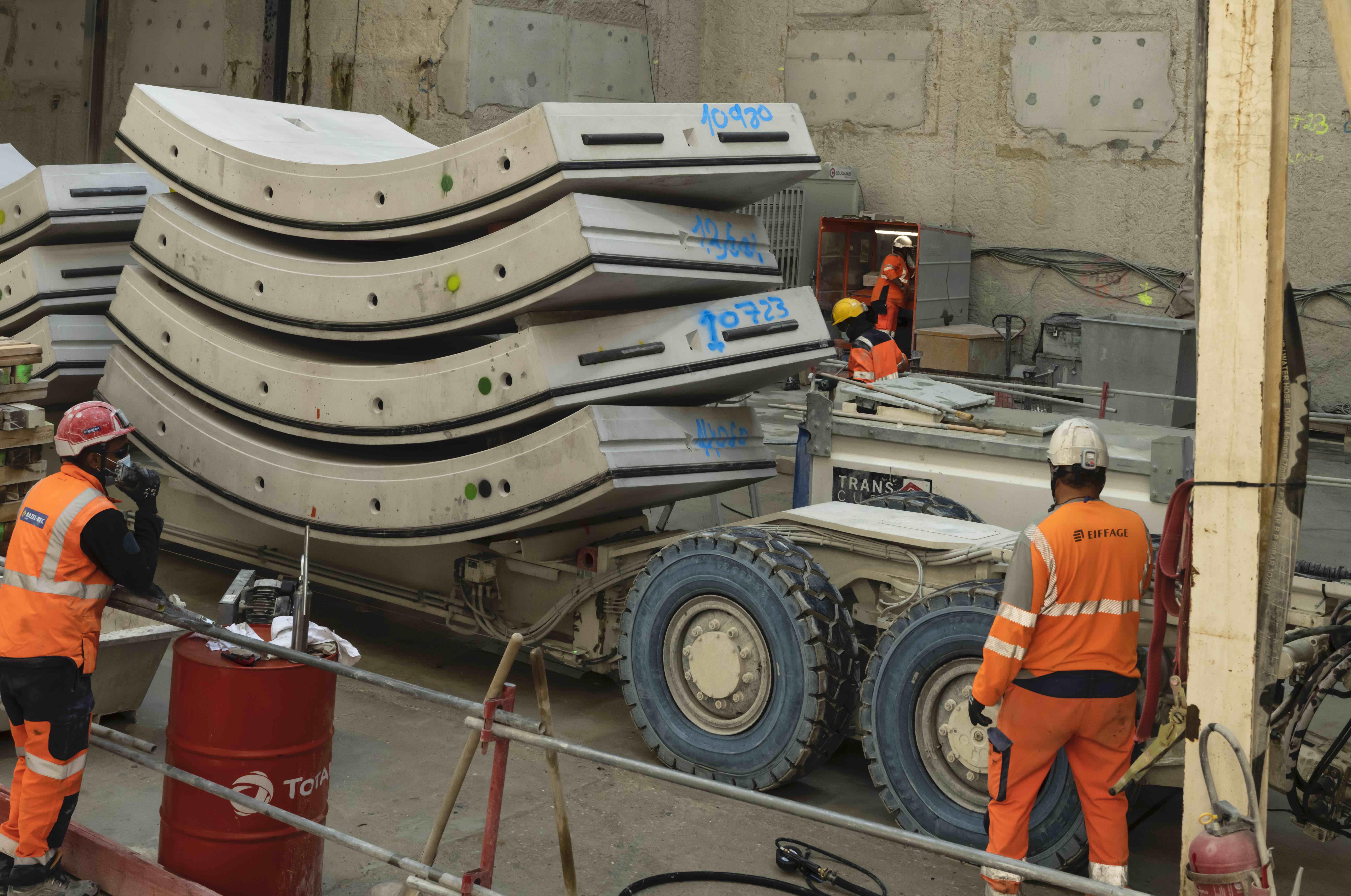Photo de l'acheminement des voussoirs vers le tunnelier Claire, le 28 mai 2020