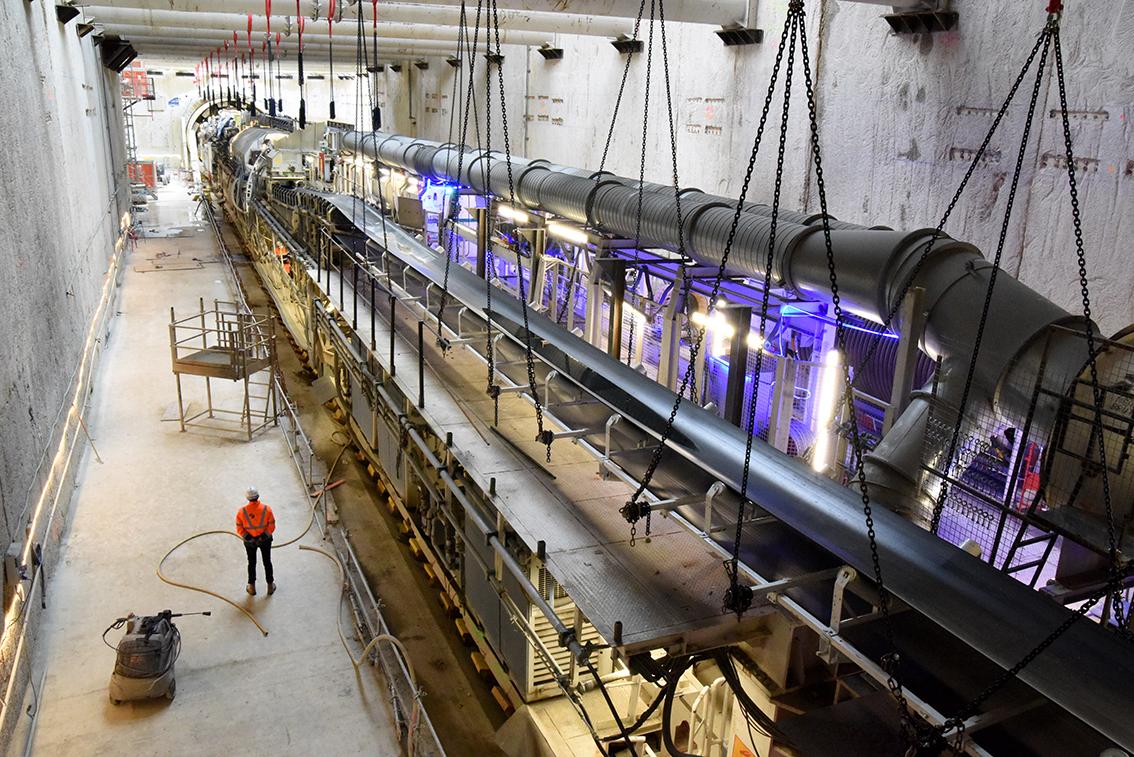 Photo du ripage du tunnelier Allison dans la boîte gare Kremlin-Bicêtre Hôpital, en octobre 2020