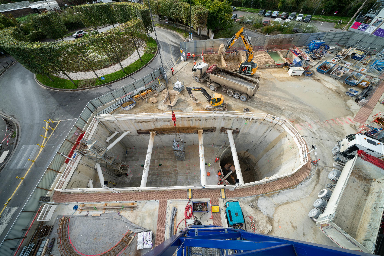 Photo des travaux de terrassement dans le puits de l'ouvrage République en octobre 2019