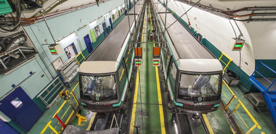 Photo des trains de la ligne 14 en maintenance dans l'arrière-gare d'Olympiades