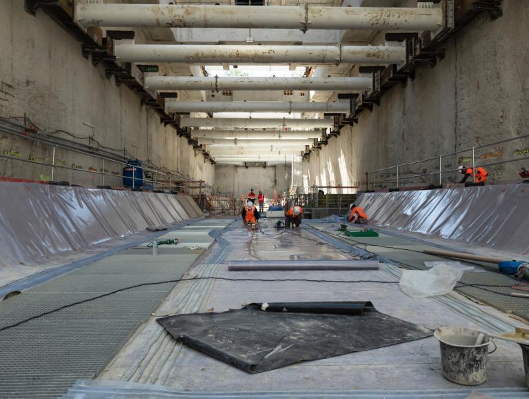 Réalisation du radier, plancher de la future gare