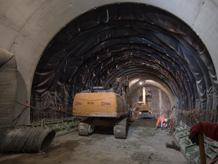 Construction en méthode traditionnelle du tunnel reliant la 14 Sud à l'arrière-gare actuelle du terminus d'Olympiades