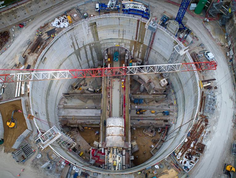 Ripage du tunnelier Allison sur un pont suspendu, 12 mètres au-dessus des infrastructures de la ligne 15 Sud