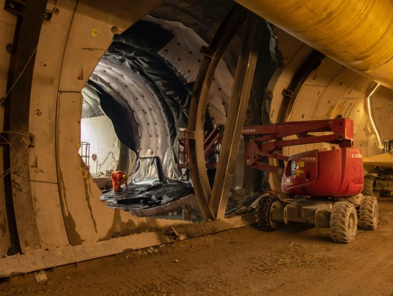 Réalisation des rameaux, galeries de liaison entre l'ouvrage et le tunnel du métro