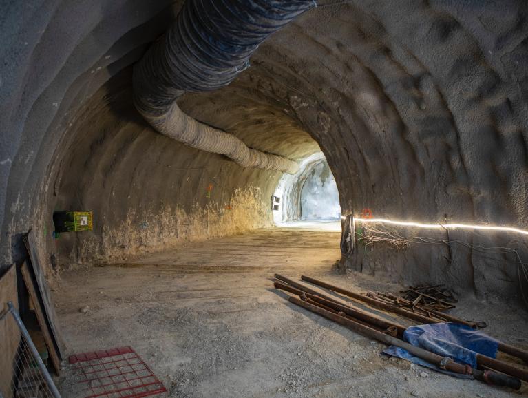 Réalisation du rameau, galerie de liaison entre l'ouvrage et le tunnel du métro