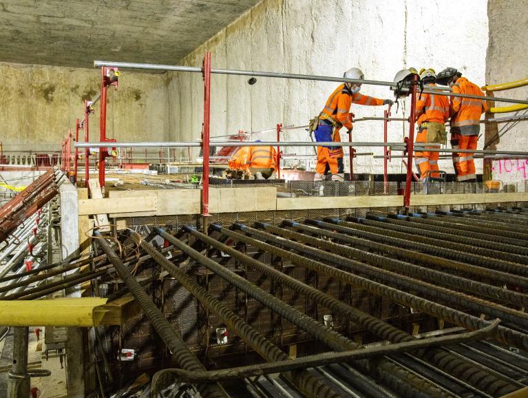 Photo du ferraillage du premier palier de la gare M.I.N. Porte de Thiais, en novembre 2020
