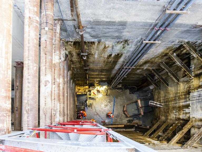 Photo de la vue depuis la surface du puits de l'ouvrage Hochdorf, en novembre 2020