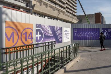 Plusieurs photos d'habillage des palissades de chantier pour la future gare Maison-Blanche Paris XIIIe