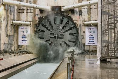 photo du tunnelier Claire franchit le tympan sud de la gare Chevilly Trois-Communes, le 28/09/2020