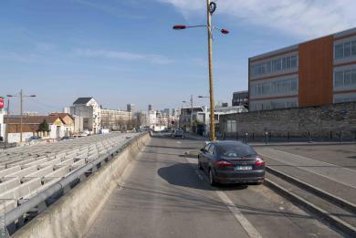 Photo de la rue Gabriel Péri au Kremlin-Bicêtre, face à l'Hôpital Bicêtre