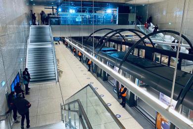 Photo de l'ouverture aux voyageurs de la nouvelle station Mairie de Saint-Ouen au nord de la ligne 14
