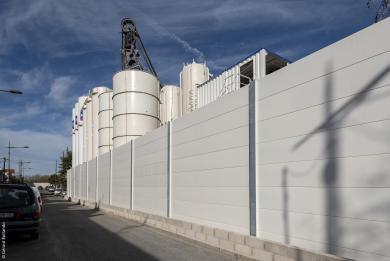 Photo d'un écran de protection acoustique sur un chantier du Grand Paris Express.